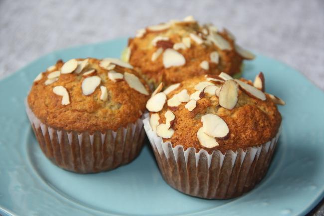 almond banana oat muffins